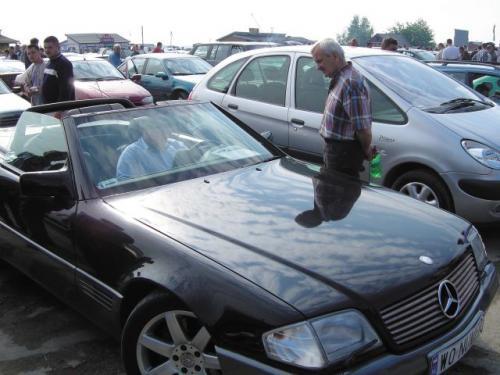 Fot. archiwum: Na giełdach jest sporo kabrioletów. 2-letnie Mercedesy kosztują nawet 280 tys. zł.