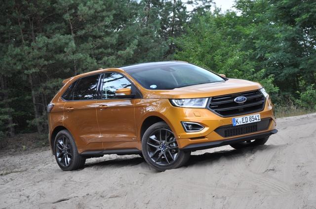 Ford Edge  Nowy Edge powstał na tej samej platformie, co obecne Mondeo, S-Max i Galaxy, zwanej CD4. Jest większy od Forda Kuga, wyrastając na flagowy model w europejskiej palecie marki, ale w USA jest mniejszy od popularnego tam Explorera.  Fot. Marcin Lewandowski