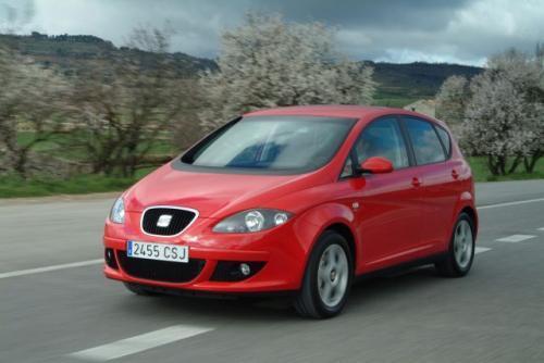 Seat Altea lansowany jest jako sportowy minivan, o czym ma świadczyć kształt nadwozia. Sportowe możliwości pojazdu napędzanego benzynowym silnikiem 1,6 l /102 KM są dość problematyczne.
