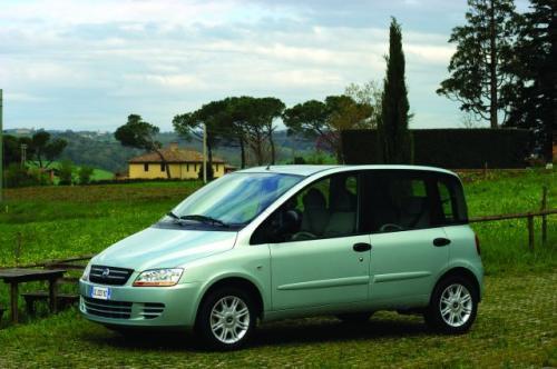 Fot. Fiat: Współczesna Multipla, która wchodzi na nasz rynek, ma silnik umieszczony z przodu napędzający przednie koła.