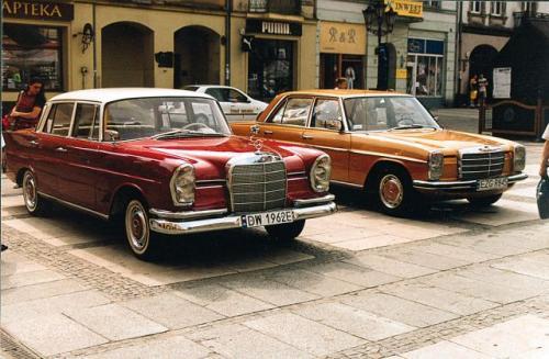Fot. Ryszard Perczak: Ubezpieczenie pojazdu lub szczególnedrogiego, leciwego, amerykańskiego j marki jest najdroższe. Nie dość że stary, to jeszcze Mercedes – ubezpieczenie takich aut słono kosztuje.