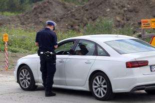 Kontrola drogowa. Czy podczas kontroli policjant może kierować naszym pojazdem?