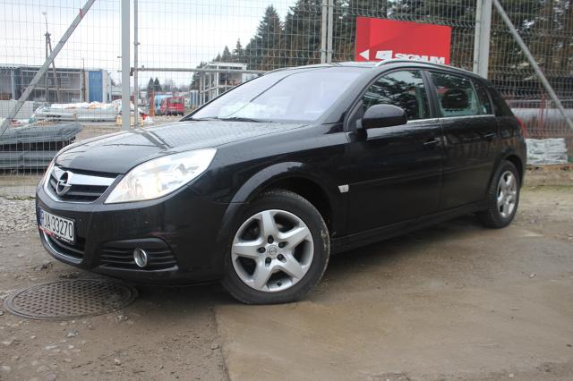 Historia modelu Signum sięga 1997 roku, kiedy General Motors zaprezentowało podczas salonu genewskiego pierwsza koncepcyjną wersje tego auta. W 2001 roku światło dzienne ujrzała druga propozycja prototypu, która jako wersja produkcyjna zadebiutowała we Frankfurcie w 2003 roku / Fot. Bartosz Gubernat