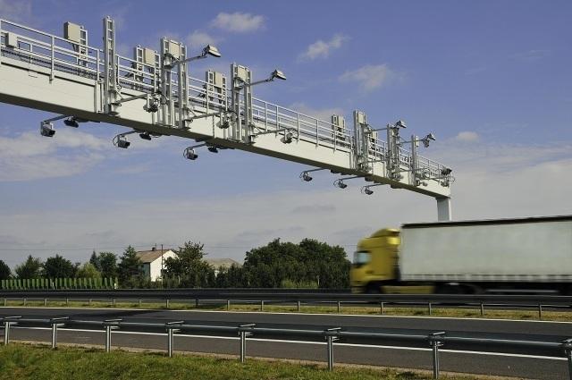 Aby zwiększyć możliwości obserwacyjne, organy ścigania nie muszą budować nowych systemów, ale wykorzystywać już istniejące. Zdaniem Kosielińskiego dobrym narzędziem może być viaTOLL, elektroniczny system poboru opłat na drogach i autostradach.