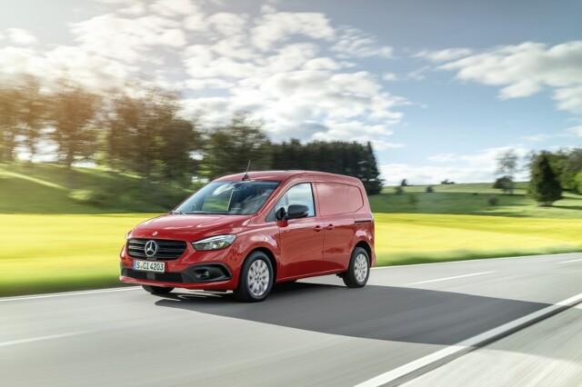 Mercedes Citan   Przestrzeń ładunkowa Citana w wersji furgon wynosi do 2,9 m3,. W środku mieszczą się dwie europalety w poprzek, jedna za drugą.  Fot. Mercedes-Benz