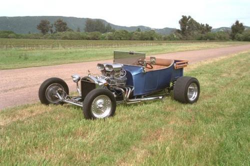 Hot Rod przerobiony ze starego Forda T z 1923 r. W latach 50. takimi autami ścigali się młodzi amerykańscy chłopcy, by zaimponować swoim dzi
