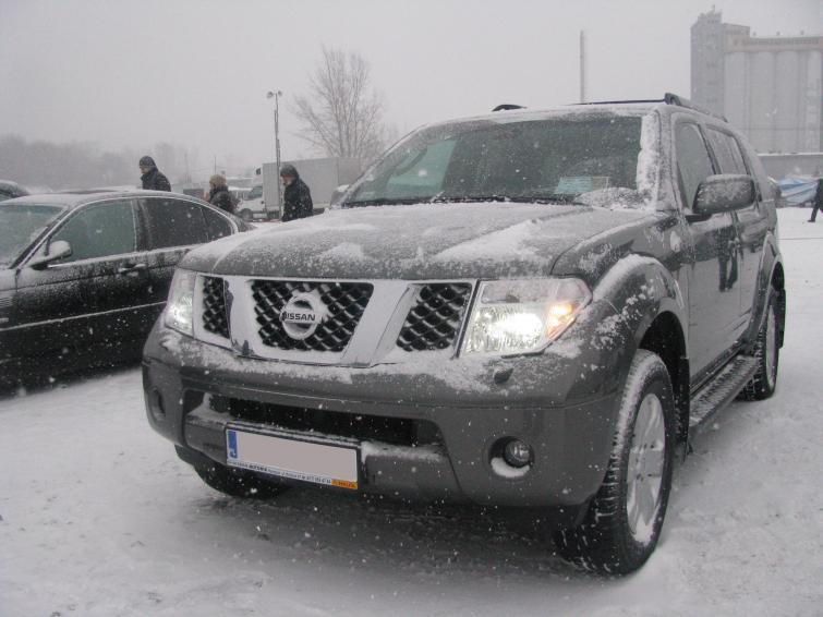 Giełda samochodowa w Rzeszowie - sporo śniegu i mało aut. Zdjęcia