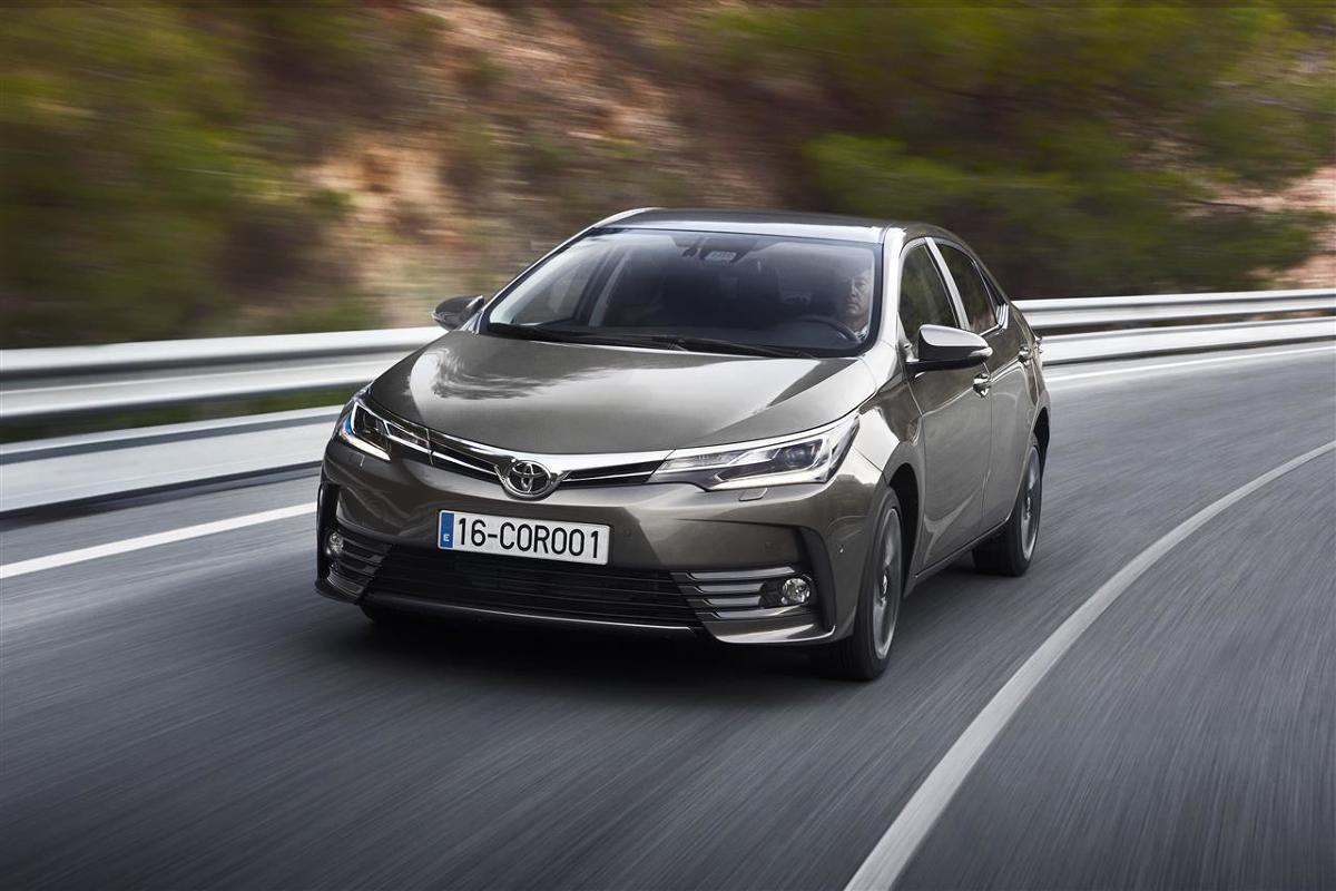 Toyota Corolla   W 2016 roku przypada 50. rocznica wprowadzenia na rynek Toyoty Corolli, najpopularniejszego samochodu w historii. W 150 krajach sprzedano dotąd ponad 44 miliony egzemplarzy, co stanowi 20% łącznej globalnej sprzedaży pojazdów Toyoty. Jedenasta generacja Corolli od momentu wprowadzenia utrzymuje pozycję najchętniej kupowanego samochodu na świecie.  Fot. Toyota