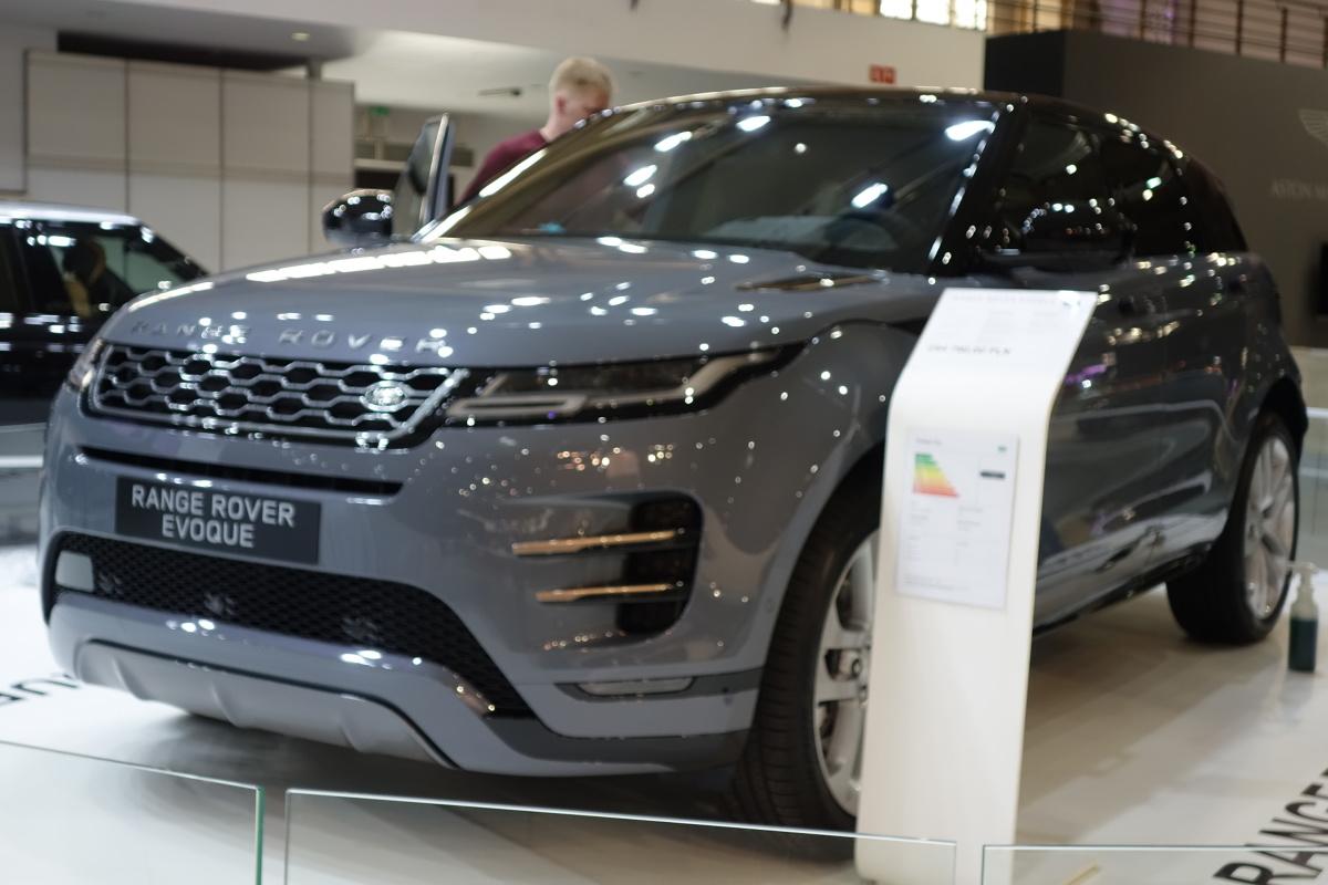 Na pierwszy rzut oka nowy Range Rover Evoque wygląda niemal identycznie jak poprzednik. To jednak tylko pozory.   Fot Ryszard M. Perczak