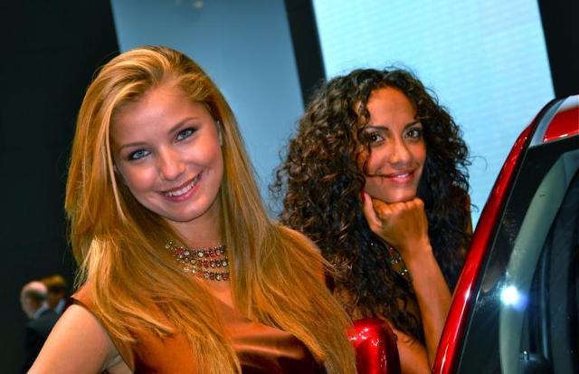 Piękne hostessy na salonie we Frankfurcie - zobacz zdjęcia