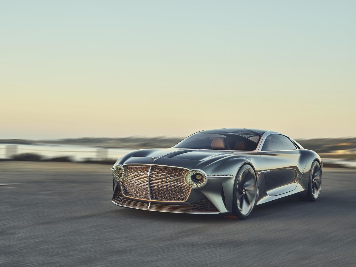 EXP 100 GT - tak nazywa się całkowicie elektryczny samochód koncepcyjny stworzony z okazji stulecia firmy Bentley. Auto jest w pełni autonomiczne, a do jego wykończenia zastosowano wyszukane materiały.  Fot. Bentley