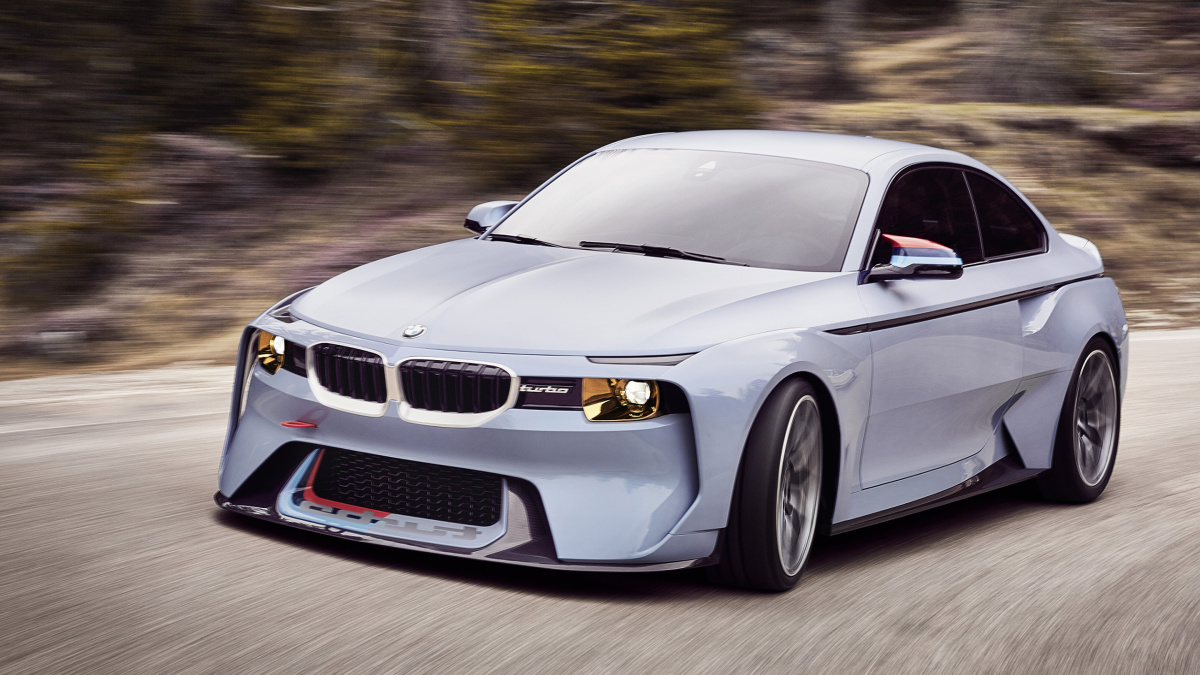 BMW 2002 Hommage   Nie poinformowano jaki silnik odpowiada za napęd BMW 2002 Hommage . Niewykluczone jednak, że jest to sześciocylindrowy, rzędowy turbodoładowany motor o mocy 370 KM - taki sam jak w seryjnym M2.  Fot. BMW