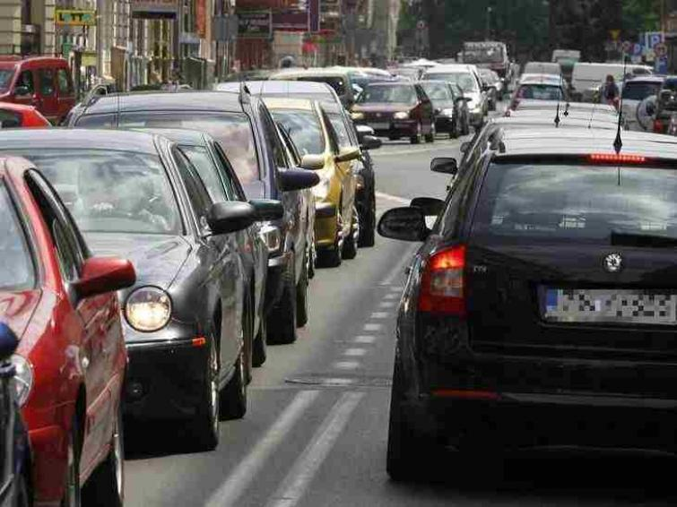 Raport: Ponad 60% szczecinian codziennie jeździ samochodami