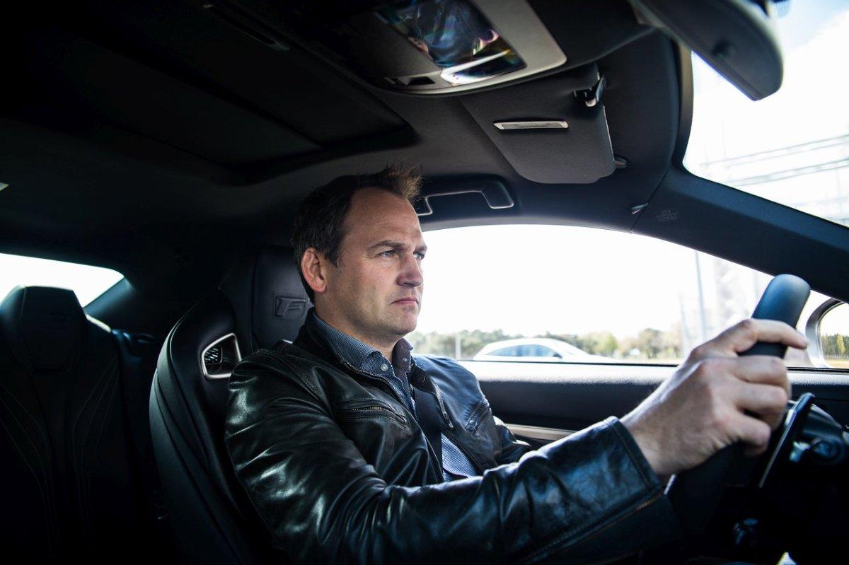 Przez osiem lat był anonimowym, wyścigowym kierowcą w białym kombinezonie - znanym całemu światu, jako tajemniczy Stig z programu Top Gear.  Z doświadczonym, 41-letnim kierowcą wyścigowym z Wielkiej Brytanii, Benem Collinsem - rozmawiamy o wielkich prędkościach, spektakularnych pościgach, jak stać się dobrym kierowcą oraz o tym, jak jeździ się Lexusami RC F i GS F na Torze Poznań.  Fot. ComplexPR