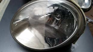 Matowe reflektory w samochodzie. Jak samodzielnie przywrócić sprawność i wygląd?