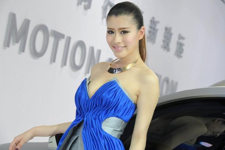 Piękne kobiety z salonu Pekin 2012 - zobacz zdjęcia dziewczyn