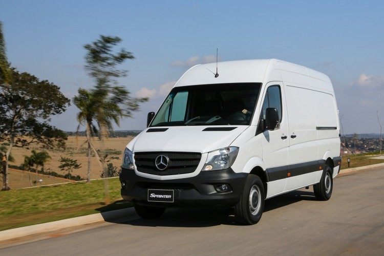 Mercedes Sprinter   Mercedes-Benz Sprinter rozpoczął 2017 rok od nowego rekordu: od stycznia do marca oddział Mercedes-Benz Vans dostarczył klientom na całym świecie około 45 000 egzemplarzy tego dużego auta dostawczego. Oznacza to około 10-proc. wzrost względem analogicznego okresu ub.r.  Fot. Mercedes-Benz