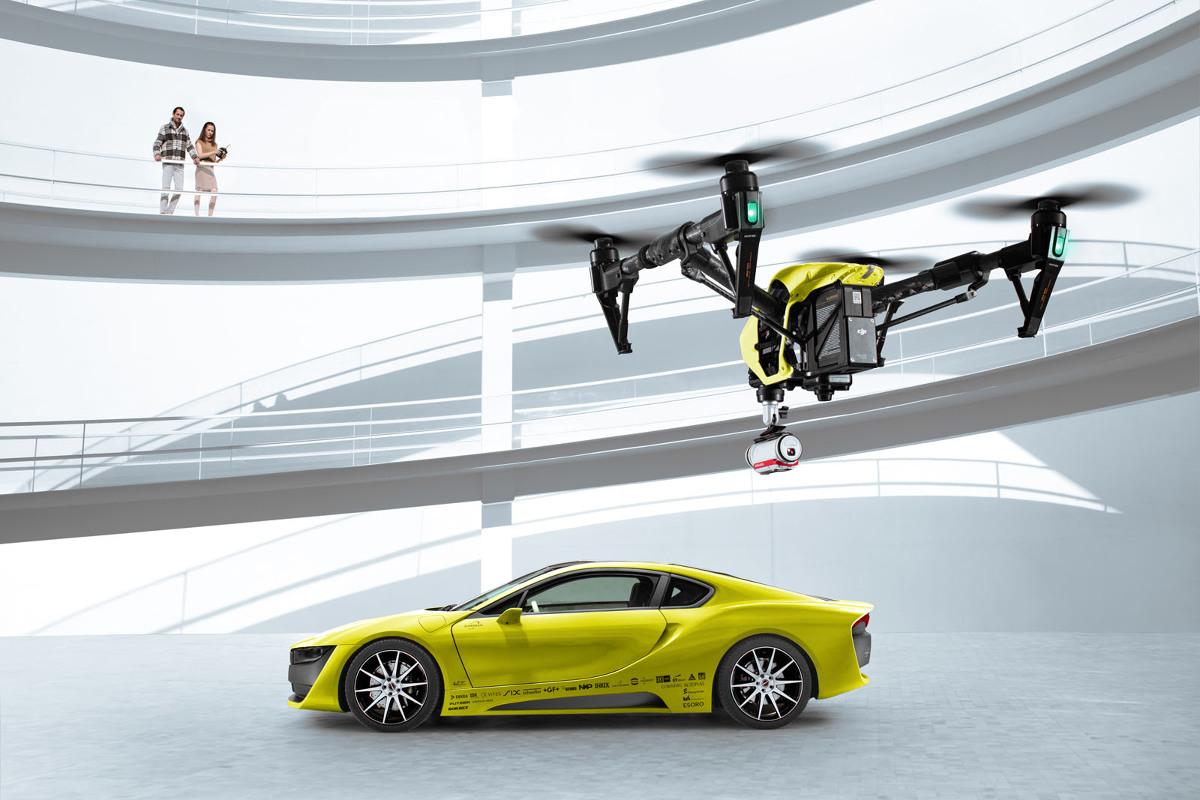 Za samodzielne poruszanie się auta odpowiada system opierający się na ośmiu zewnętrznych kamerach HD. Hybryda o mocy 362 KM przyspiesza do 100 km/h w 4,4 s., a korzystając tylko z motoru elektrycznego możemy pokonać dystans 37 km / Fot. Rinspeed