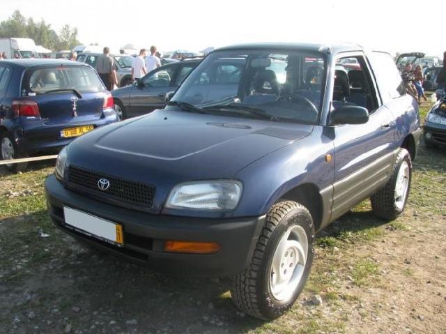 Giełda samochodowa w Rzeszowie. Tłumy klientów i sprzedających