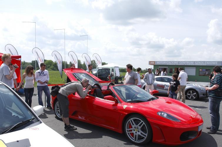 Ferrari F430, Lamborghini czy Porsche 911 - przejedź się nimi