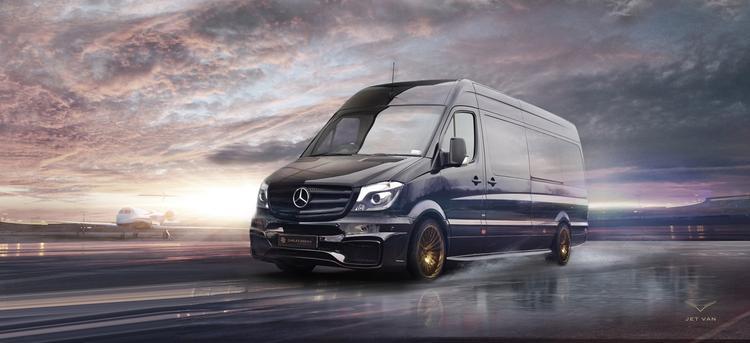 Mercedes Sprinter   Tuner postanowił zmienić Sprintera w luksusowe mobilne biuro. Fotele wykonano ze skóry, a do wykończenia kabiny wykorzystano włókno węglowe oraz złoto. Dodatkowo zdecydowano się na izolację dźwiękową oraz termiczną w tylnej części nadwozia  Fot. Carlex Design