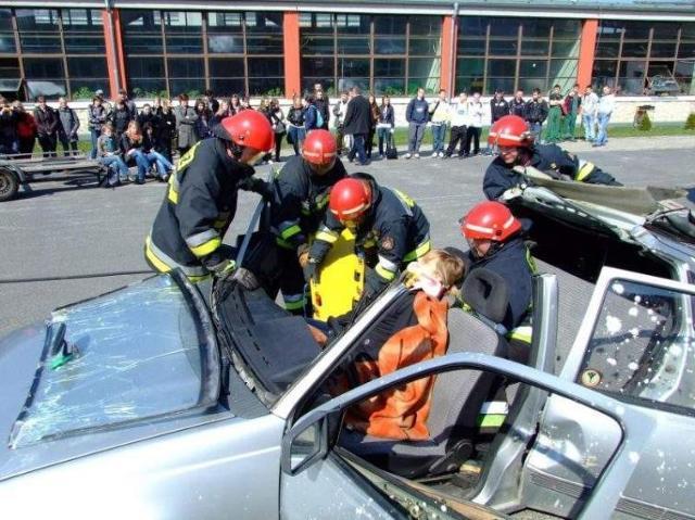 Jak ratować ofiary wypadków samochodowych