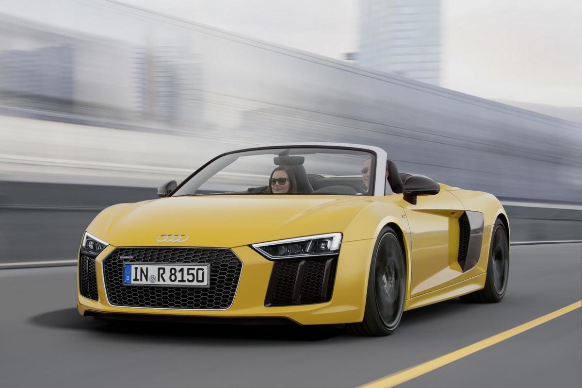 Audi R8 Spyder V10  540 KM, od 0 do 100 km/h w 3,6 sekundy, prędkość maksymalna 318 km/h. Tak najkrócej można opisać nowe Audi R8 Spyder z wolnossącym silnikiem V10.   Fot. Audi