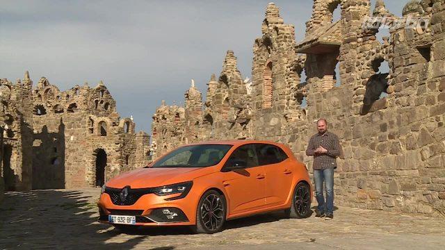 Renault Megane R.S.   Dzięki możliwości zmian trybu pracy silnika kierowca może poczuć się niczym rajdowiec. Od wersji normalnej RS różni się szerokością oraz centralnie umieszczonym dużym wydechem.  Fot. TVN Turbo/x-news