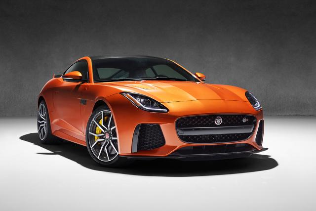 Przyspieszenie do 100 km/h zajmuje 3,7 s, natomiast prędkość maksymalna w przypadku coupe wynosi 322 km/h, a w odniesieniu do odmiany kabriolet - 312 km/h / Fot. Jaguar
