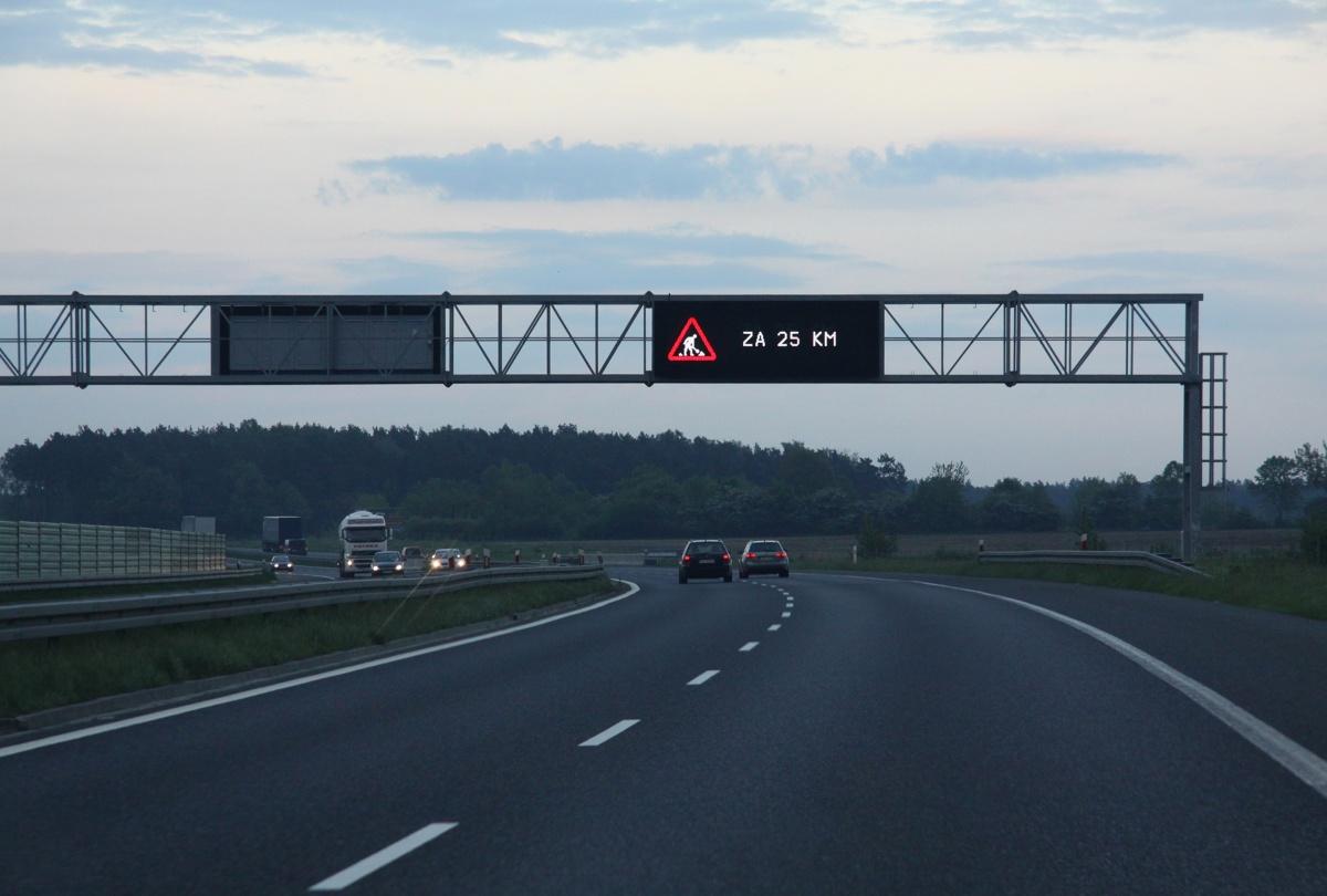 Znak zmiennej treści na autostradzie A4. fot Łukasz Jóźwiak