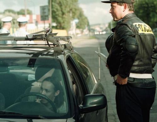 Fot. Krzysztof Mystkowski: Wideoradary, fotoradary i kontrole policyjne mają poskromić kierowców łamiących przepisy ruchu drogowego. Maksymalną liczbę punktów karnych można uzbierać w ciągu 5 minut.