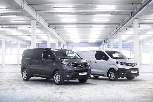 Toyota Proace Van   Toyota Proace Van jest dostępna w trzech rozmiarach nadwozia, z dwoma długościami rozstawu osi oraz w dwóch wersjach wyposażenia.  Fot. Toyota