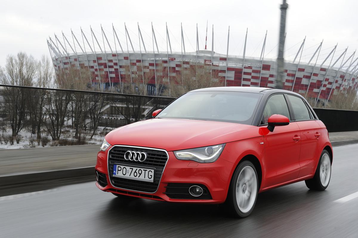 Serie limuzyn Audi z lat 2000-2010 mają swój niepowtarzalny charakter, który zdominował klasę Premium. Czy jednak dystyngowaną i sportową linię nadwozia można stworzyć w samochodzie o długości poniżej czterech metrów?  A1 pokazało, że dla stylistów Audi nie ma rzeczy niemożliwych...  Fot. Archiwum