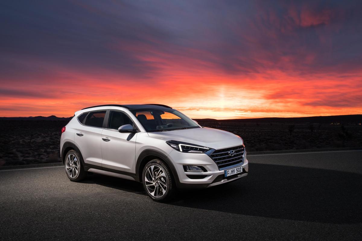 Hyundai Tucson   W samochodzie znalazły się m.in.: system dźwiękowy marki Krell, bezprzewodowa ładowarka telefonów komórkowych, siedmiocalowy ekran informacyjny, obsługujący Apple CarPlay i Android Auto oraz łączność Bluetooth.  Fot. Hyundai