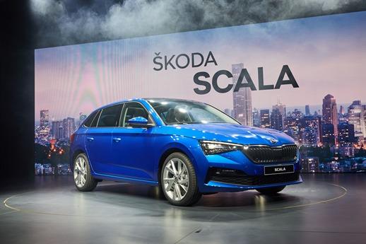 Skoda Scala   Model będzie można po raz pierwszy zobaczyć na żywo w Polsce w marcu, podczas targów Motor Show w Poznaniu. W Niemczech za najtańsza odmianę Ambition z silnikiem 1.0 TSI o mocy 115 KM zapłacimy 21 450 euro, czyli 92 835 zł.  Fot. Skoda