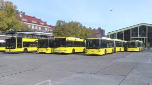 Miejski autobus. Te pojazdy będą prowadzić uchodźcy (video)