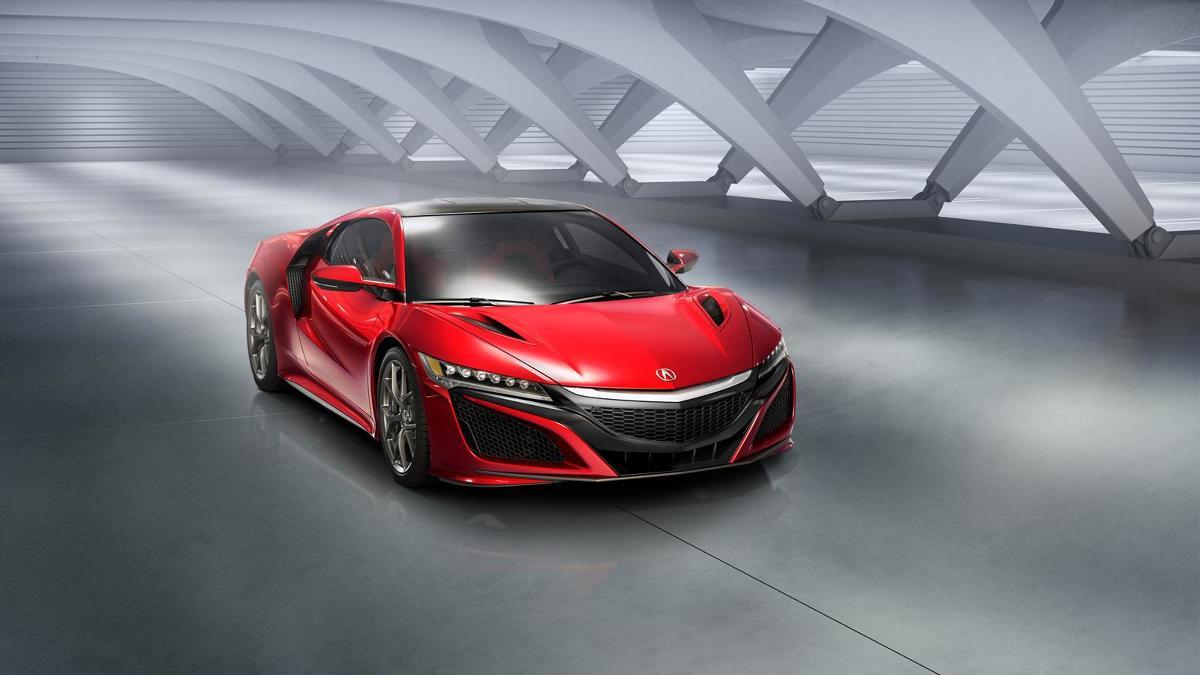 Nowa Honda NSX pojawi się w amerykańskich salonach sprzedaży w 2016 roku. Za pojazd trzeba będzie zapłacić minimum 620 tys. zl. Przypomnijmy, że pierwsza generacja auta produkowana była w latach 1990-2005 / Fot. Honda