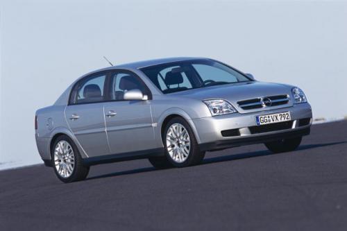 Fot. Opel: Nowoczesna stylistyka nadwozia Vectry ma przekonać nabywców do odmłodzonego wizerunku marki Opel.