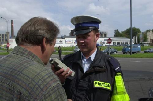 Fot. Grzegorz Michałowski: Policja proponuje, aby sądy wydając wyrok na prowadzącego w stanie nietrzeźwym, dodatkowo orzekały publikację tego wyroku w prasie i to na koszt skazanego.