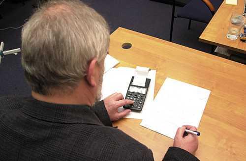 Fot. PHRASEA: Najwięksi ubezpieczyciele na razie nie zamierzają podnosić składek ubezpieczeń komunikacyjnych.