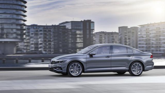 Volkswagen Passat   Zamówienia na zmodernizowanego Passata B8 ruszą na niektórych rynkach europejskich w maju br., zaś w sprzedaży auto pojawi w sierpniu br.  Fot. Volkswagen