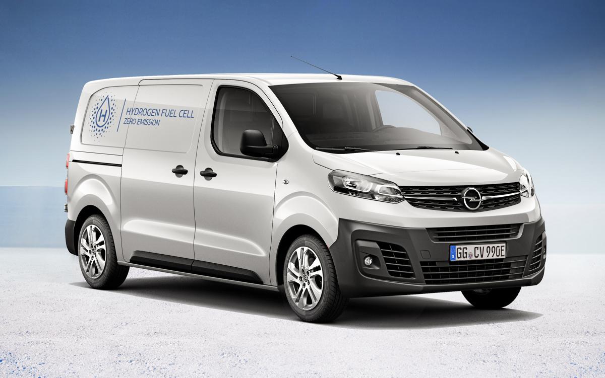 Opel Vivaro‑e HYDROGEN  Opel dziś nowy lekki pojazd użytkowy z napędem elektrycznym, który umożliwi bezemisyjny transport klientom wymagającym tankowania w ciągu kilku minut. Opel Vivaro‑e HYDROGEN jest samochodem elektrycznym zasilanym ogniwami paliwowymi (FCEV) z funkcją doładowania pomocniczego akumulatora z zewnętrznego źródła prądu.  Fot. Opel
