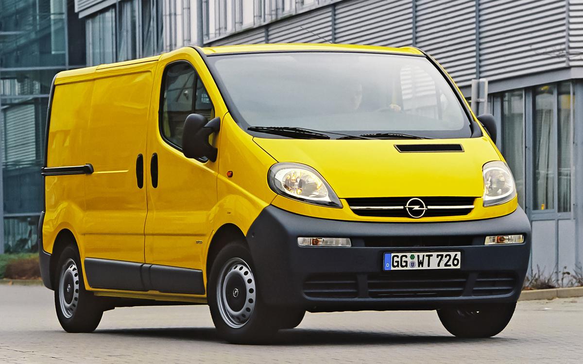 Opel Vivaro   W tym roku Opel Vivaro obchodzi 20. urodziny! Od czasu światowej premiery na brukselskich targach lekkich pojazdów użytkowych w 2001 r. model ten stał się kluczowym elementem strategii niemieckiego producenta w segmencie lekkich pojazdów użytkowych. Vivaro pierwszej generacji jest również poprzednikiem aktualnego Vana Roku — bezemisyjnego, w pełni elektrycznego Opla Vivaro‑e.  Fot. Opel