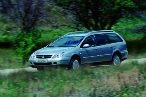 Fot. Citroen:  Citroen C5 kombi ma porównywalną z Fordem Mondeo wielkość kabiny pasażerskiej.