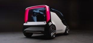 """Honda NeuV  Debiutująca w Europie Honda NeuV to w pełni elektryczny samochód koncepcyjny, oferujący unikatowy model użytkowania oraz najnowocześniejszy układ """"emotion engine"""", który potrafi uczyć się zachowań kierowcy.  Fot. Honda"""