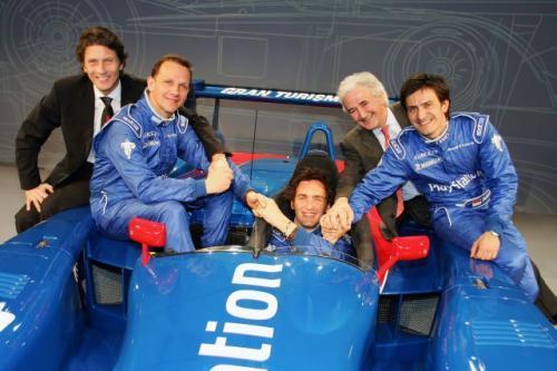 Fot. Audi: Od lewej - Patrice Franke, dyrektor Audi France, Jean-Marc Gounon, Franck Montagny, Stéphane Ortelli i szef zespołu PlayStation Team ORECA Hugues de Chaunac.