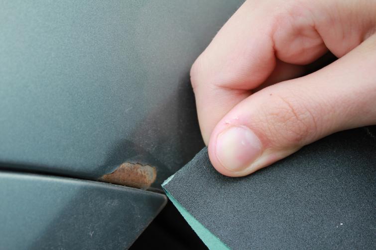 Naprawa ubytków lakieru - co i jak możesz zrobić samemu - poradnik