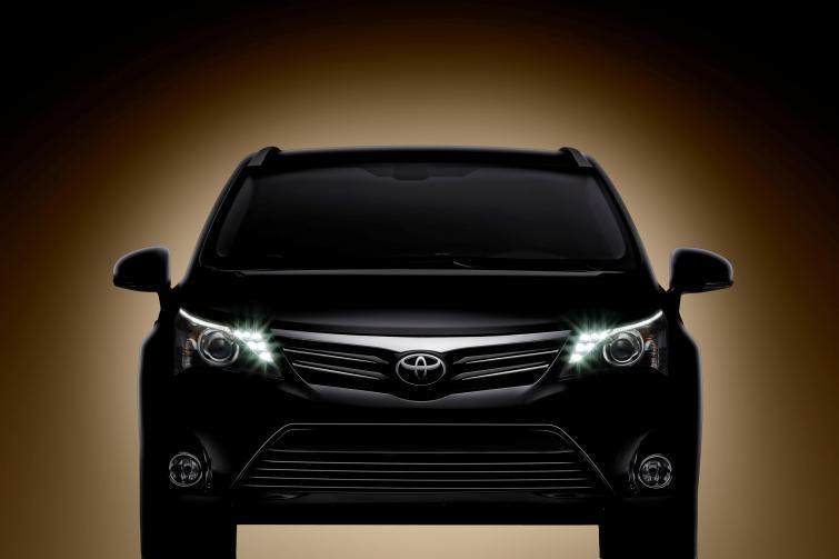 Toyta Avensis 2012: nowe zderzaki i światła LED