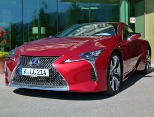 Pierwszy taki Lexus. Efektowny czy przerysowany?