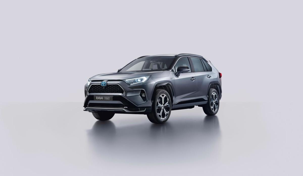 Toyota RAV4 Plug-in Hybrid  W 2020 roku gama modelowa Toyoty RAV4 zostanie wzbogacona o nową wersję – RAV4 Plug-in Hybrid. Będzie to najmocniejsza i najbardziej oszczędna odsłona w 25-letniej historii tego modelu.  Fot. Toyota